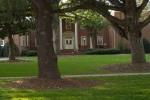 StudentsOutdoors0887